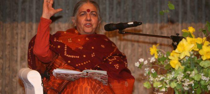 """Vandana Shiva a Trento: """"liberare l'agricoltura e l'alimentazione dai veleni"""" – Le piccole realtà locali possono innescare il cambiamento"""
